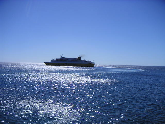 Ferry quittant le port